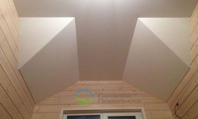 Установка ломаного натяжного потолка в мансардном помещении